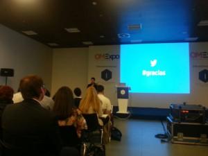 Antonio Ábalos explicando a los asistentes a la OMExpo las estartegias de marketing en Twitter. Métodos y estrategias de merketing al momento